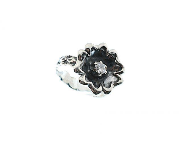 Οξινταρισμένο Δαχτυλίδι με Λευκό Ζιργκόν